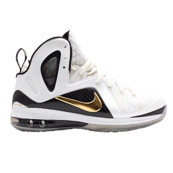 d9bf44f9feb Nike Lebron James Elite Basketball Shoes. M 5c75bf83bb76151d7126f98f